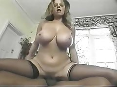 Grosse Boobs, MILF, Brustwarzen