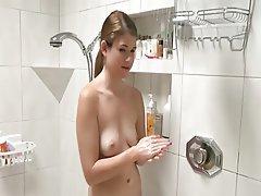 Minettes, Poilue, Prendre une douche, Softcore
